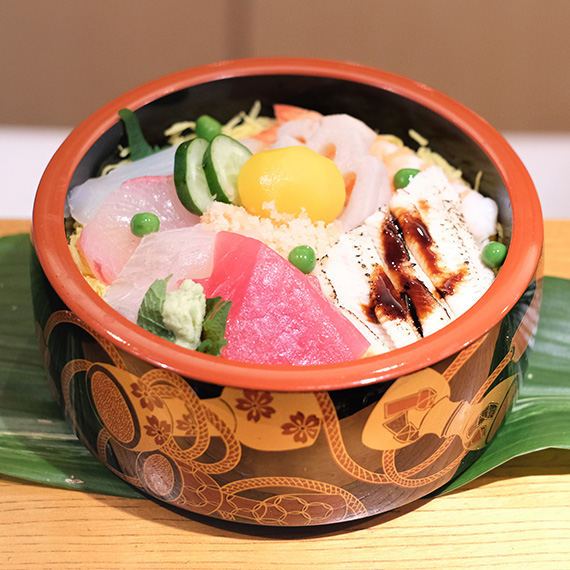 鮨は「にぎり」だけじゃない。高辰名物「100年続くちらし寿司」